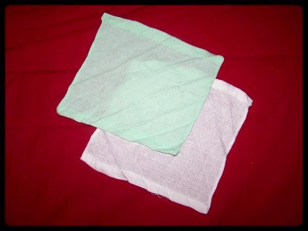 Les deux serviettes dépliées